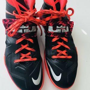 Nike Men's Lebron Zoom  Soldier VII Sneakers